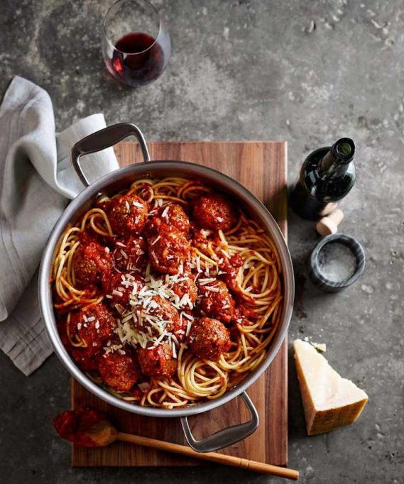 27 reasons Italian food is the worst - meatballs spaghetti