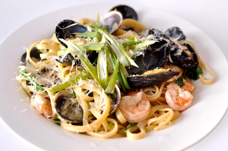 27 reasons Italian food is the worst - seafood pasta
