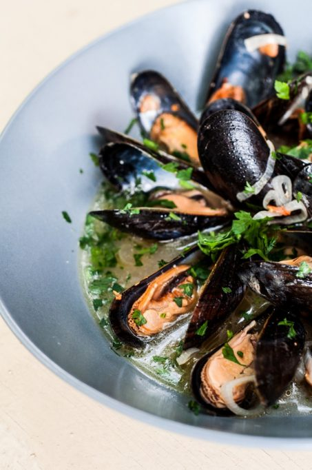 27 reasons Italian food is the worst - wine mussles